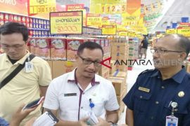 Hati-hati, masih ditemukan produk kedaluwarsa di swalayan Sampit