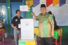 Ahmad Dirman Nyoblos di TPS 5 Sukamara