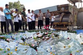 Polres Kotim musnahkan ribuan botol minuman keras