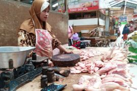 Lebaran sudah lewat, harga daging ayam masih tinggi