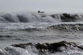 Gelombang tinggi dialami sejumlah perairan, arus angkutan laut terdampak