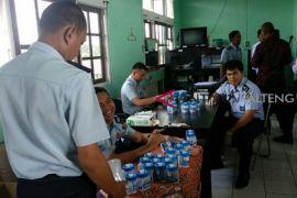 Giliran sipir Lapas Sampit periksa urine