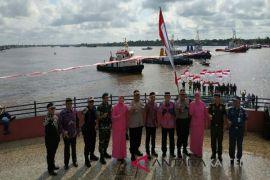 Merah putih dibentang di atas Sungai Mentaya simbol persatuan