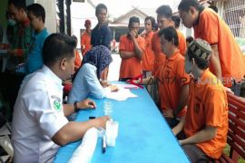 Berantas narkoba, Lapas Sampit periksa urine warga binaan