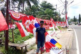 Penjual bendera musiman mulai terlihat di Buntok