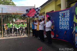 Tim penjelajah sepeda nusantara Kemenpora disambut tari Lawang Sekepeng