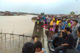 Buaya muara muncul di sungai Kahayan hebohkan warga