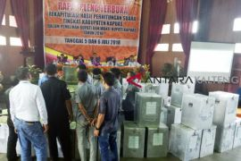 Pleno rekap suara Pilkada Kapuas lancar, meski saksi 2M 'walk out'