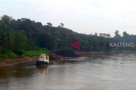 Hulu Sungai Barito surut ganggu arus kapal dan tongkang