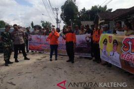 Bupati Kobar keliling desa kampanyekan bahaya Karhutla