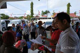 Kejari Kotim berangkatkan 35 peserta operasi katarak gratis