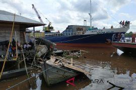 Warga Sampit kaget tongkang tabrak kapal dan lanting