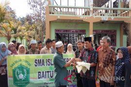 Yayasan baiturrahman Buntok serahkan bantuan korban kebakaran