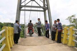 Pemkab Barut perlebar jembatan gantung Desa Mukut