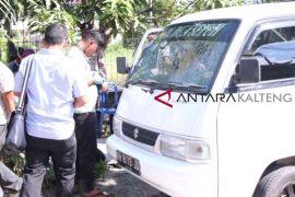Mobil milik pedagang cemilan ditembak orang tidak dikenal