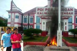 Ada orang bakar motor di Kantor PDI-P Kalteng, ini pernyataan Polres