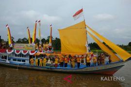Puluhan kelotok hias meriahkan Festival Batang Arut