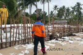 BPBD Kobar gunakan 1.000 karung pasir tanggulangi abrasi Pantai Keraya