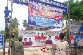 Bawaslu Seruyan tertibkan puluhan APK Pemilu Legislatif ilegal