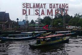 Ini penyebab warga Sampit mendadak ramai-ramai mandi di Sungai Mentaya