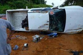 Mobil terbalik akibat jalan licin, begini kondisi Camat Hanau