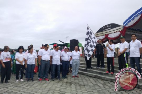 Bupati dan Ratusan Masyarakat Ikuti Jalan Sehat Bank Kalteng