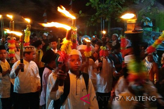 Pawai obor meriahkan malam Idul Adha di Sampit