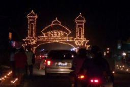 Gapura Ranggam juara Festival Lampu Colok Karimun