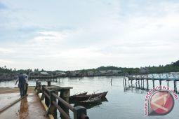 Jembatan Anak Tiri Roboh Dihantam Badai