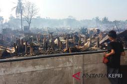 Ratusan rumah liar di Batam terbakar