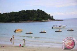 Ribuan warga nikmati libur di Lagoi Bintan