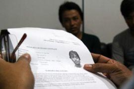 Imigran Menyerahkan Diri/Joko Sulistyo