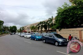 PELNUS Gunakan Badan Jalan Sebagai Lahan Parkir