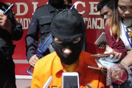 WN Malaysia Ditangkap Sembunyikan Ganja Dalam Celana