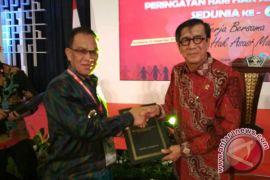 Lingga Terima Penghargaan Kabupaten Peduli HAM