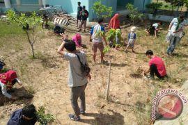 Aksi Bersih Mapala UMRAH Tanam 1.000 Pohon