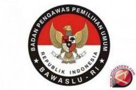 Bawaslu Tanjungpinang sita 80 spanduk caleg