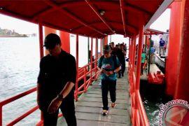 Ratusan warga padati Pelabuhan Sri Bintan Pura