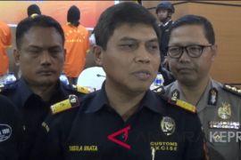 Bea Cukai amankan 123 handphone di Hang Nadim