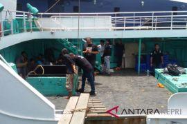 Petugas belum temukan narkoba dari kapal Win Long