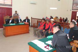 13 terdakwa perusakan lahan dituntut tiga bulan