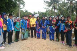 PMII Karimun tanam pohon di Pulau Parit