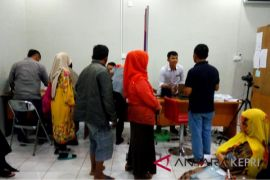Disdukcapil Tanjungpinang cetak suket saat pemungutan suara