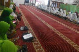 Muslimat NU Karimun khataman Al Quran