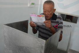 Bacaleg dapil Senayang terdaftar di dua parpol