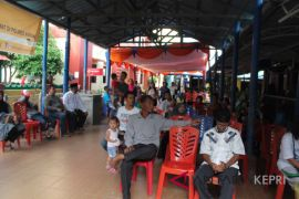 Pelindo Karimun siapkan tenda tampung penumpang