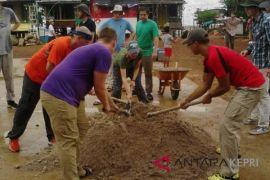 Imigrasi awasi kunjungan WN Amerika di Pulau Lengkang