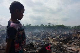 Anak korban kebakaran tetap bersekolah