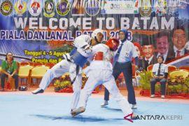 Taekwondoin 14 provinsi perebutkan piala Danlanal Batam
