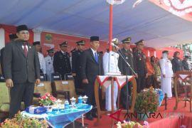 Ketua Komisi I DPRD Lingga bacakan teks Proklamasi